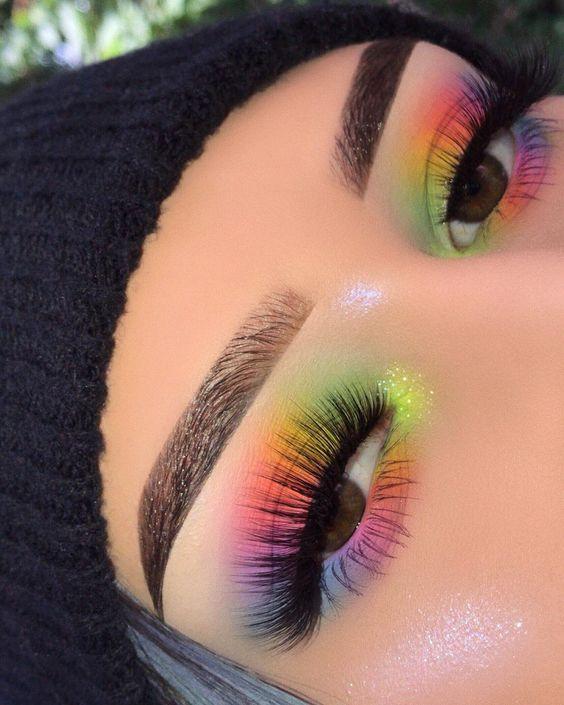 Maquillaje sombra de ojos estilo arco iris