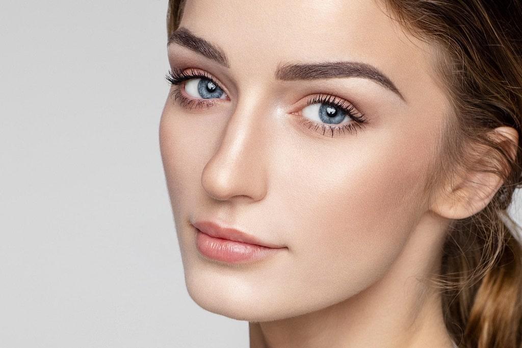 Cómo llevar el maquillaje natura: tendencias para el 2021