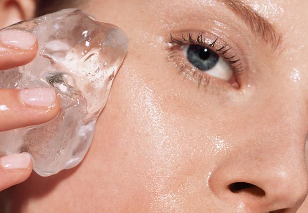 Cómo cerrar los poros abiertos con hielo